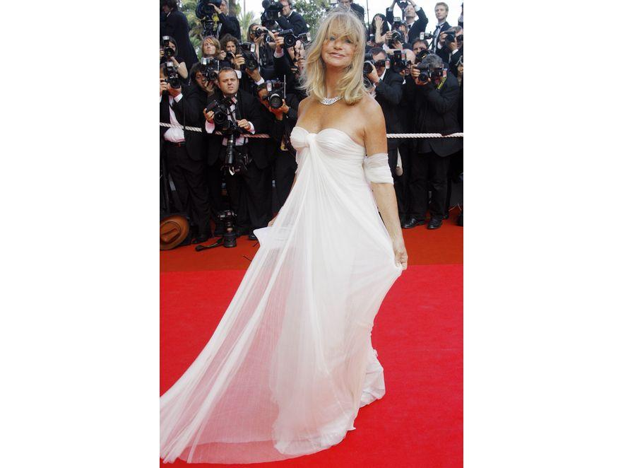 Goldie Hawn została okrzyknięta najseksowniejszą babcią Hollywood. Piękna twarz I sylwetka sprawiają, że z córką Kate Hudson wyglądają jak siostry