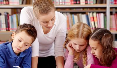 Szkoła musi zapewnić dziecku opiekę również po godzinach zajęć lekcyjnych.