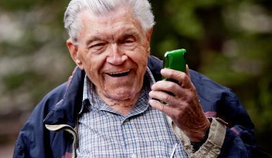 Telefon komórkowy zagraża bezpieczeństwu seniora