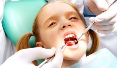 Fatalny stan dziecięcych zębów. Próchnica atakuje