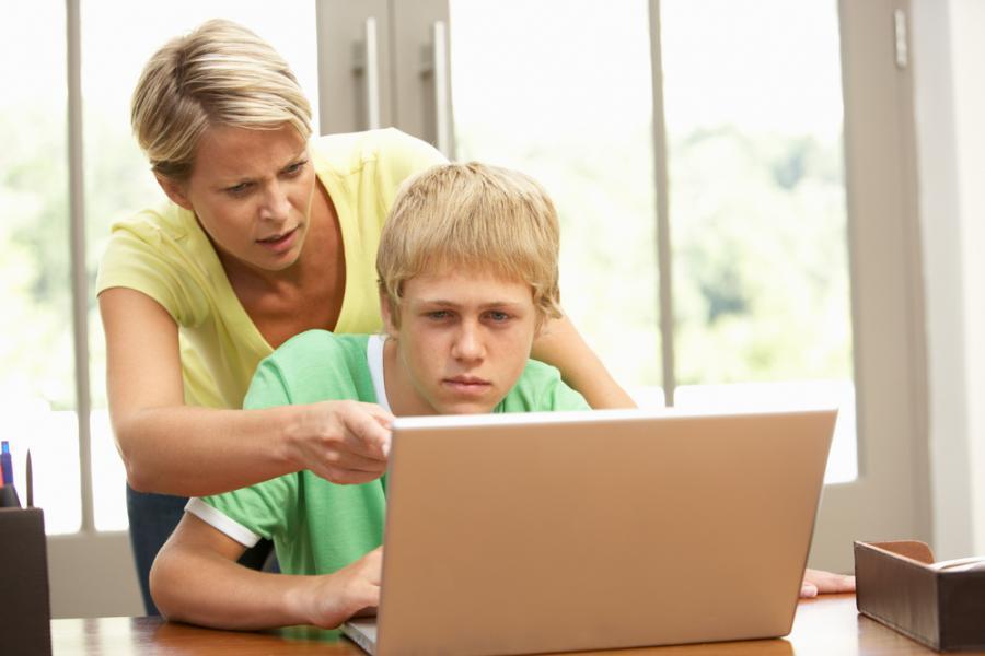 Aby dziecko otrzymało rentę rodzinną, konieczne jest złożenie odpowiednich dokumentów.