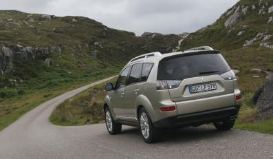 Mitsubishi outlander z nowymi silnikami już w Polsce