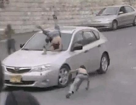 Subaru na celowniku. Za film z żydowskim kierowcą