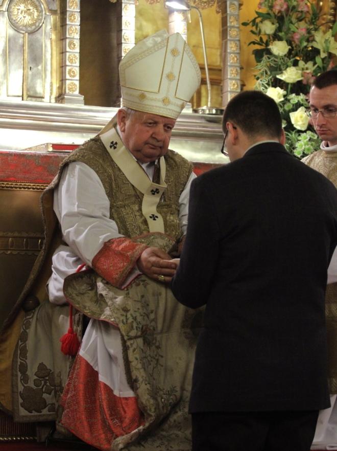 Rezurekcja w Katedrze Wawelskiej. Metropolita krakowski kardynał Stanisław Dziwisz podczas liturgii