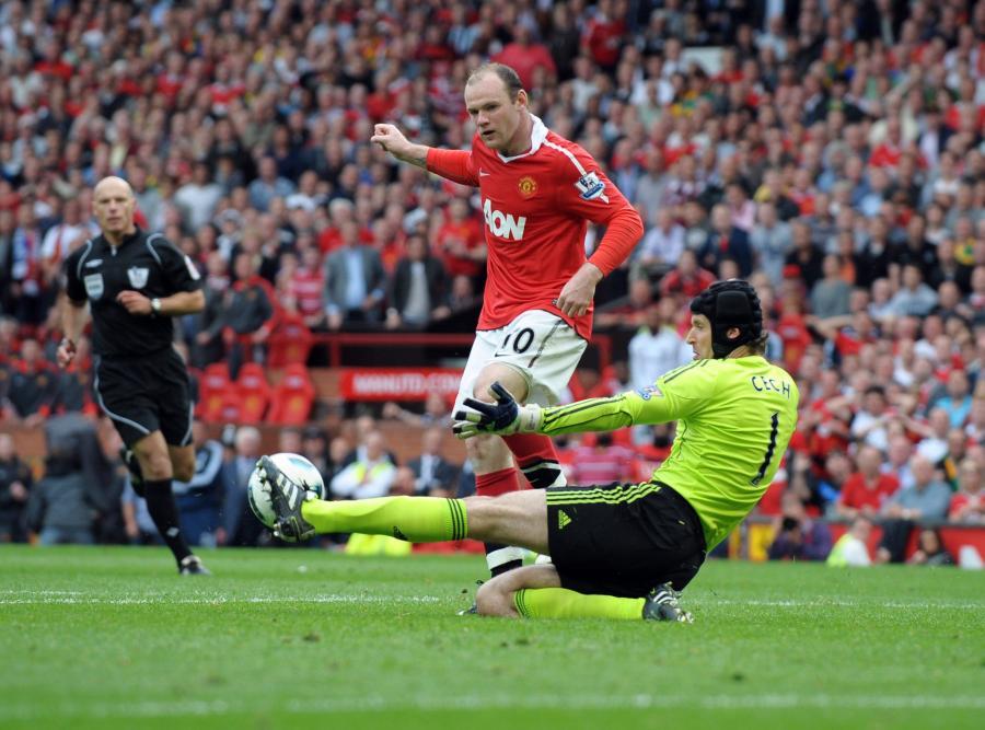 Petr Cech powstrzymuj Wayne\'a Rooneya