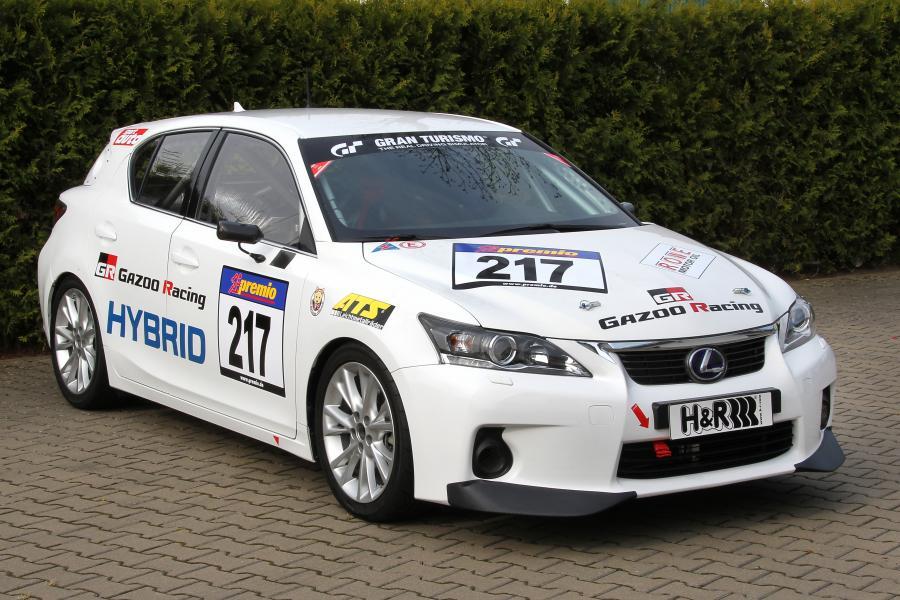 Wyścigowy lexus CT200h na torze Nurburgring