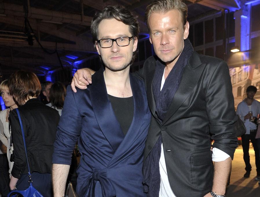 Znany stylista Wojciech Grzybała na pokazie Macieja Zienia zwracał na siebie uwagę... oryginalnym obuwiem