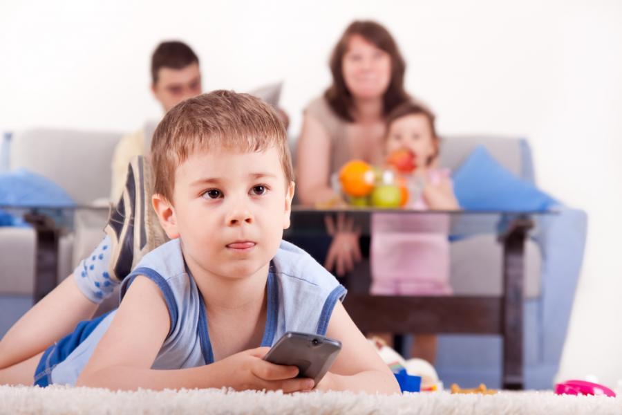 Dzieci spędzają przed telewizorem zdecydowanie za dużo czasu