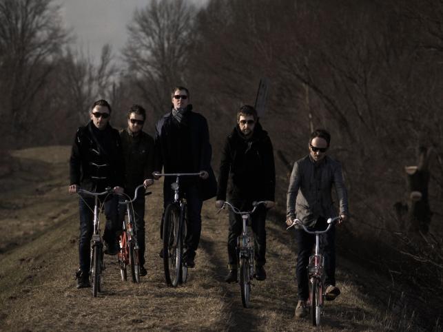 """Sesja promocyjna do wydanego w 2011 roku albumu """"Nieważne jak wysoko jesteśmy"""""""