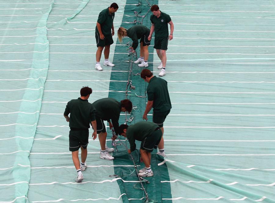 Deszcz utrudnia grę na Wimbledonie