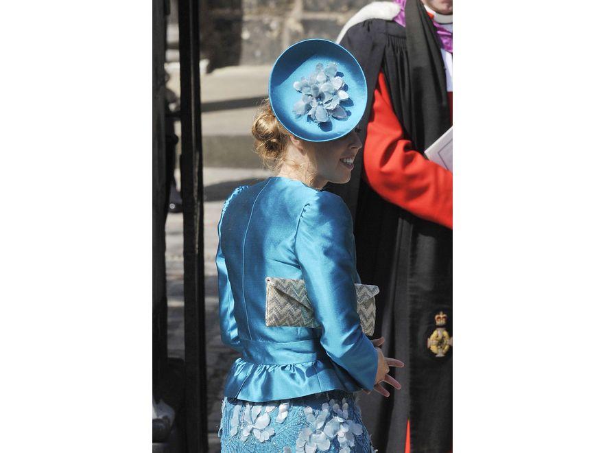 Księżniczka Beatrice na ślubie Zary Phillips, wnuczki królowej Elżbiety II. Arystokratka słynie z fantazyjnych kapeluszy. I tym razem nie zawiodła