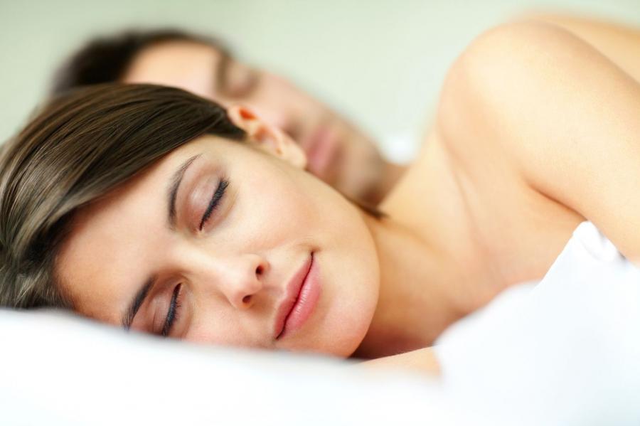 8. Kładź się spać godzinę wcześniej