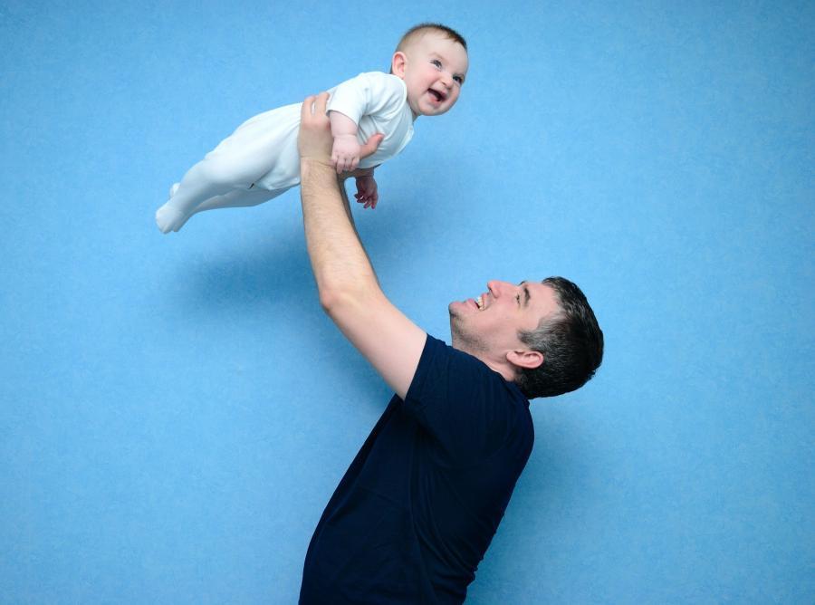 Zasiłek rodzinny jest podstawowym świadczeniem, jakie może otrzymać ojciec, matka lub opiekun dziecka