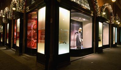 Luksusowe butiki w Paryżu.