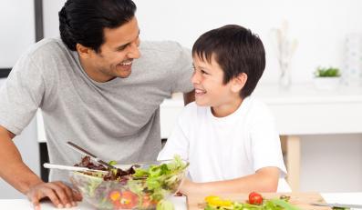 Warto eksperymentować, komponować, jeść i podsuwać dziecku zdrowe produkty oraz nowe smaki