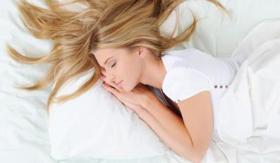 Zdrowy sen wspomaga pracę całego organizmu - m.in. poprawia pracę mózgu, wzmacnia serce, przyspiesza przemianę materii.