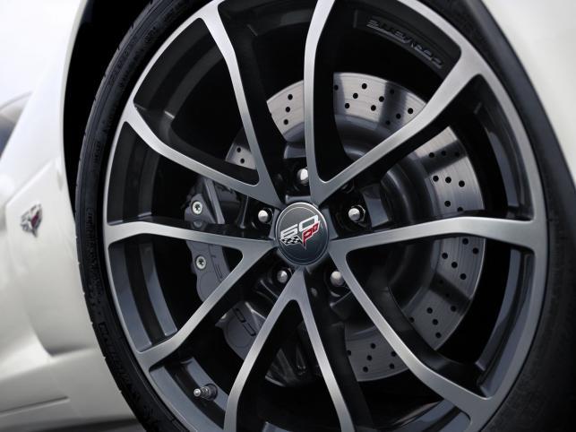 Chevrolet ujawnił model corvette 427 convertible collector edition 2013 - najszybszy i najbardziej rasowy kabriolet w historii corvette...