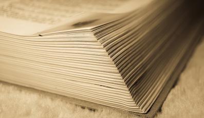 Gruba, papierowa książka