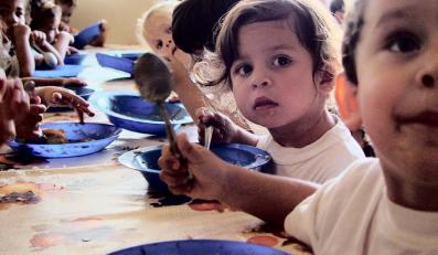Jeżeli dziecko nie chce jeść zagranicznego jedzenia, to jest rasistą?