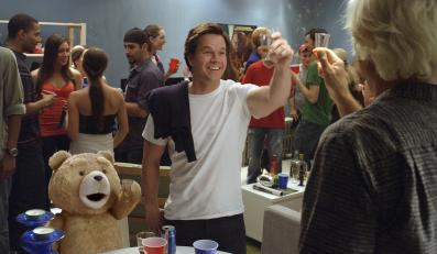 """Mark Wahlberg w filmie """"Ted"""""""