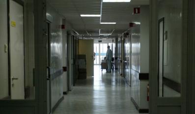 Pacjentka kaleką, a lekarz skazany za łapówki