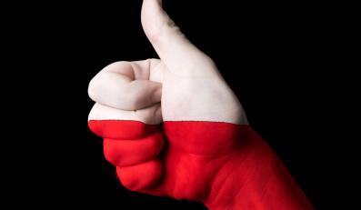 Biało-czerwony kciuk - zdjęcie ilustracyjne