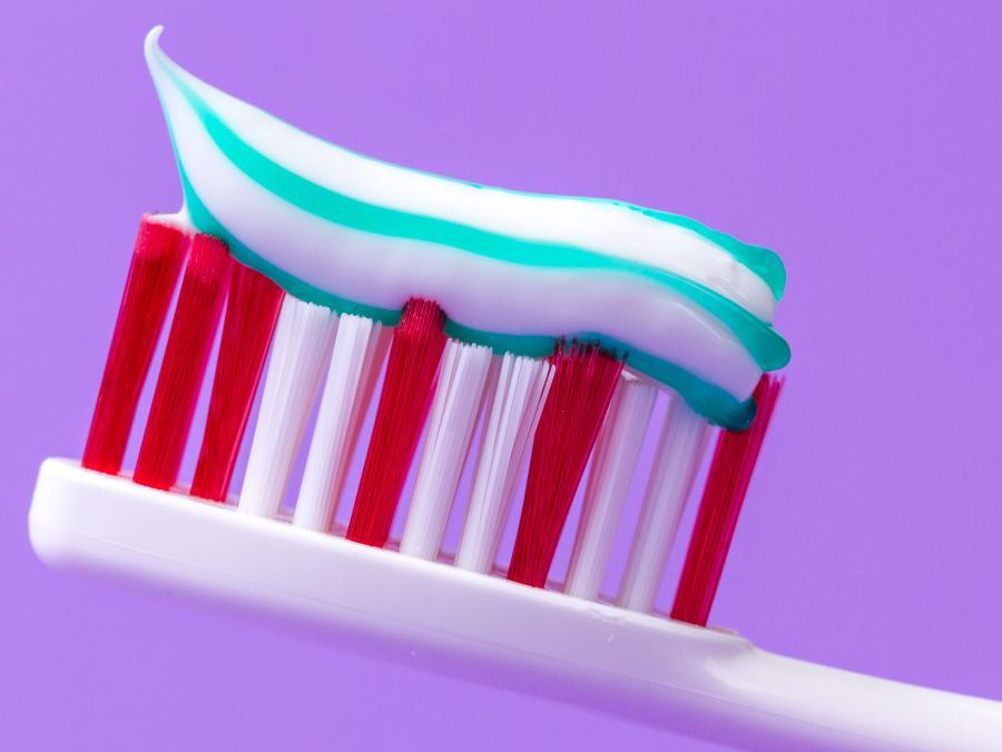 Błąd 5: używasz za dużo pasty do zębów