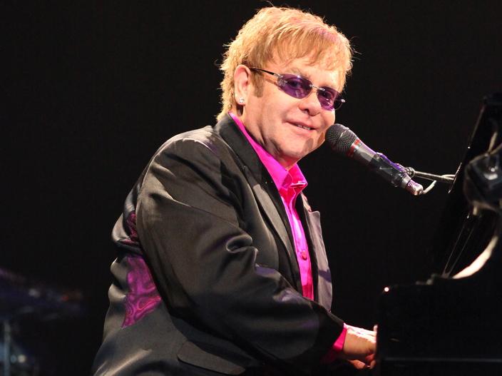 5. Elton John – 1,05 miliarda dolarów