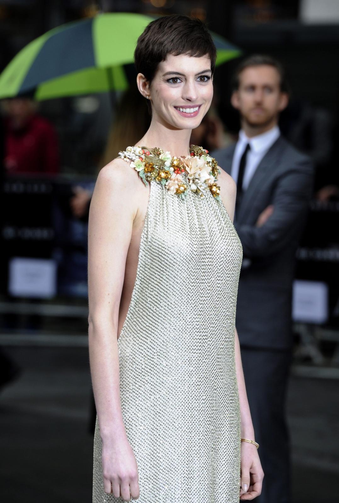 """Anne Hathaway na premierze filmu """"Mroczny rycerz powstaje"""" w Londynie"""