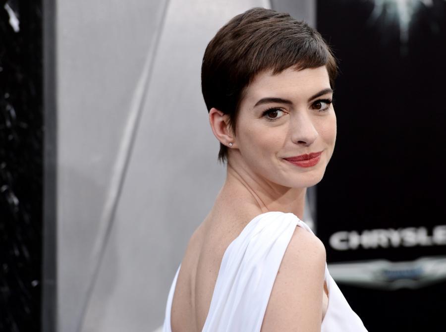 """Anne Hathaway na premierze filmu """"Mroczny rycerz powstaje"""" w Nowym Jorku"""