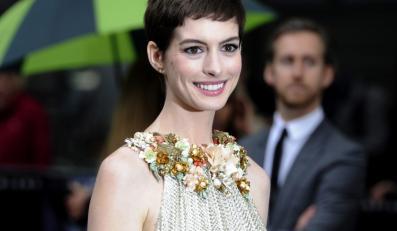 """Anne Hathaway na londyńskiej premierze filmu """"Mroczny rycerz powstaje"""""""