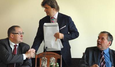 """Komisja """"Przyjazne Państwo"""" odbierze Polakom kolejne prawa pracownicze?"""