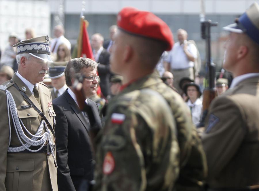 Bronisław Komorowski wśród żołnierzy