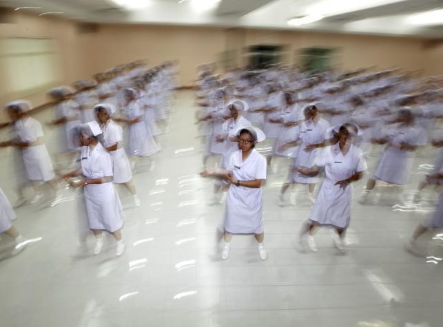 Tańczące pielęgniarki w Tajlandii