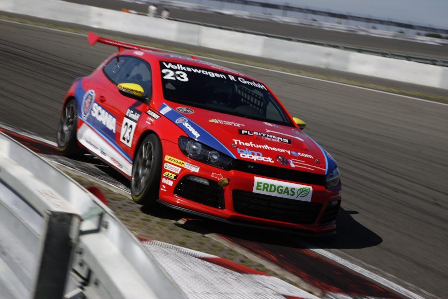 Ola Nilsson na torze Nürburgring