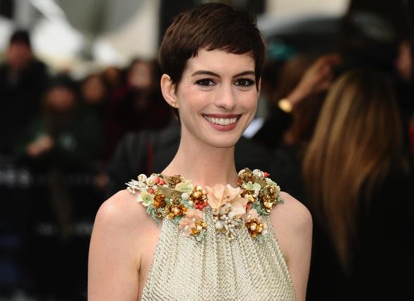 Anne Hathaway wśród robotów Stevena Spielberga