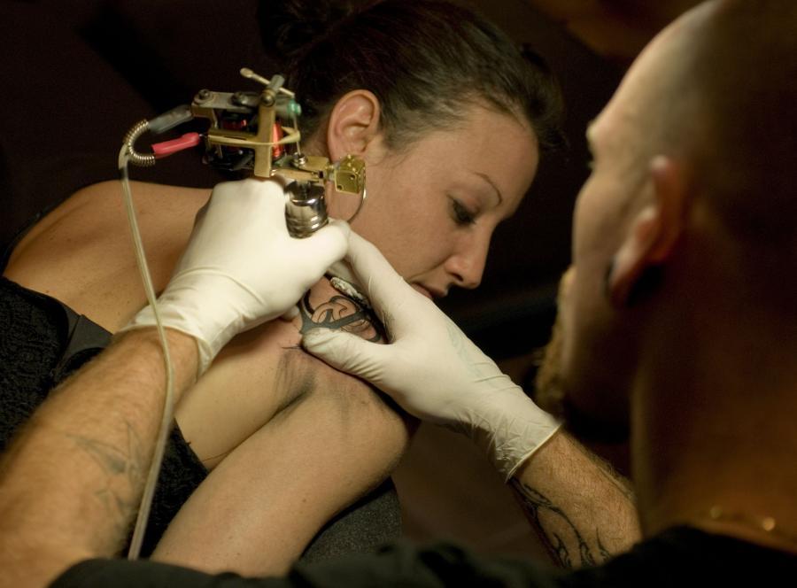 Tatuaż z informacją o grupie krwi - nowa moda