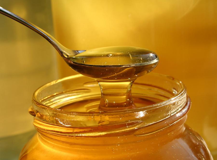 Naukowcy wydali wiele tysięcy dolarów, by stwierdzić, że łyżeczka miodu pomaga w leczeniu kaszlu