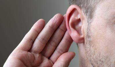Za duże natężenie hałasu powoduje ból i uszkadza słuch
