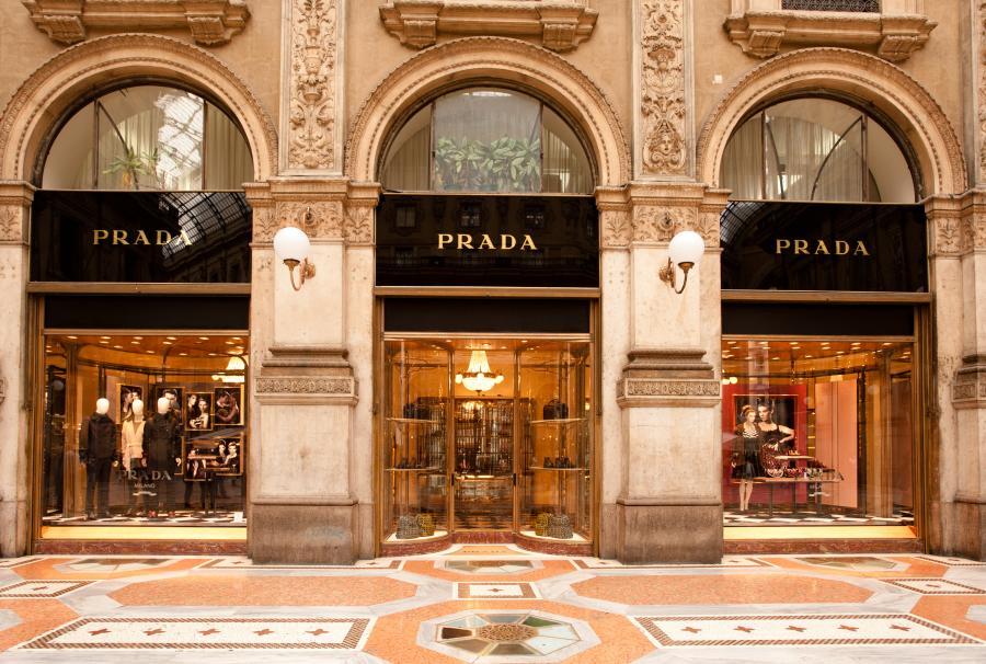 Sklep marki Prada w Mediolanie