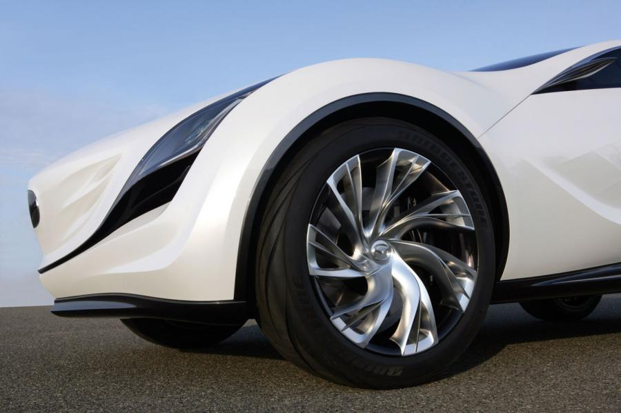 Samochód ma 4,5 metra długości, niemal 2 m szerokości i ledwie 1,5 m wysokości
