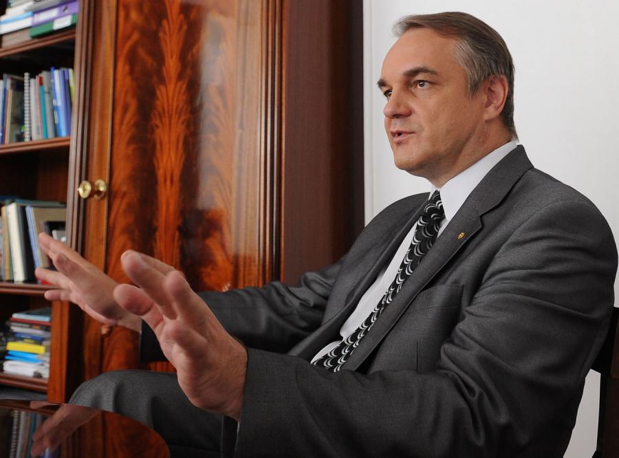 Pawlak: Rosjanie nie zakręcą kurka z ropą i gazem