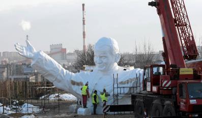 Pomnik Jana Pawła II w parku rzeźby sakralnej w Częstochowie