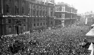 Tak Londyn świętował zakończenie II wojny światowej