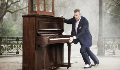 "Hugh Laurie na zdjęciach z sesji do ""Didn't It Rain"""