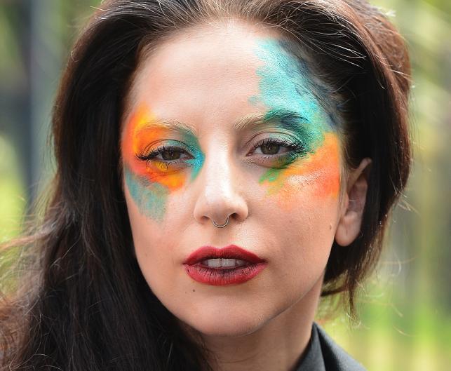 Lady GaGa w nowym, barwnym wydaniu