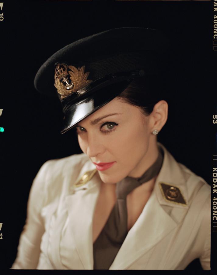 """Madonna na zdjęciach z sesji do """"American Life"""" w 2003 roku"""