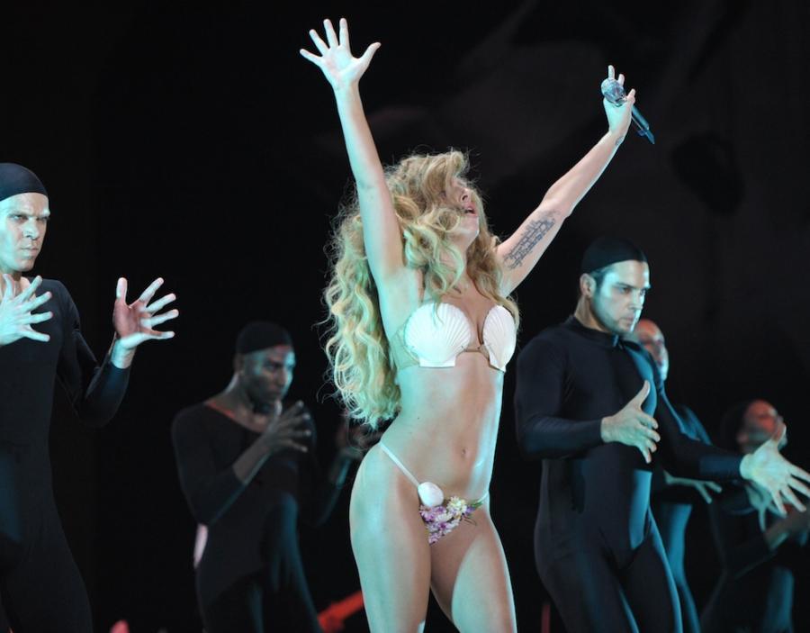 Lady GaGa podczas występu na gali MTV VMA 2013