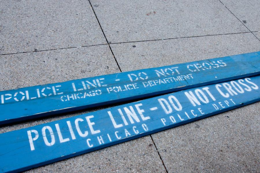Policja w Chicago zabezpiecza miejsce popełnienia przestępstwa