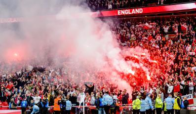 Race, gwizdy i wtargnięcie na murawę. Tak Polacy kibicowali na Wembley